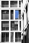 Hausfront mit Fenstern - Jörg Zander
